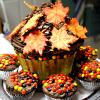 thanksgiving cake with leaves and cupcakes