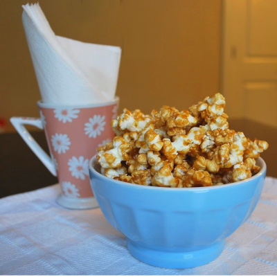 How to make caramel popcorn.